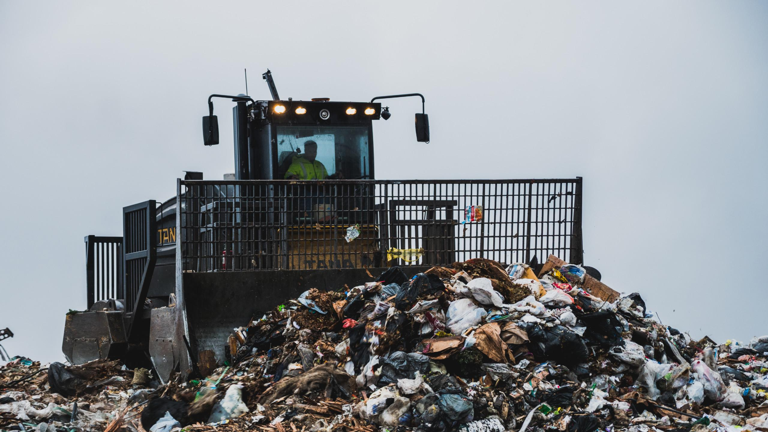 TANA E520 compactor at Winnebago Landfill